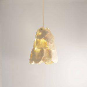 pe-escamas-ines-schertel-cris-bertolucci-lampada